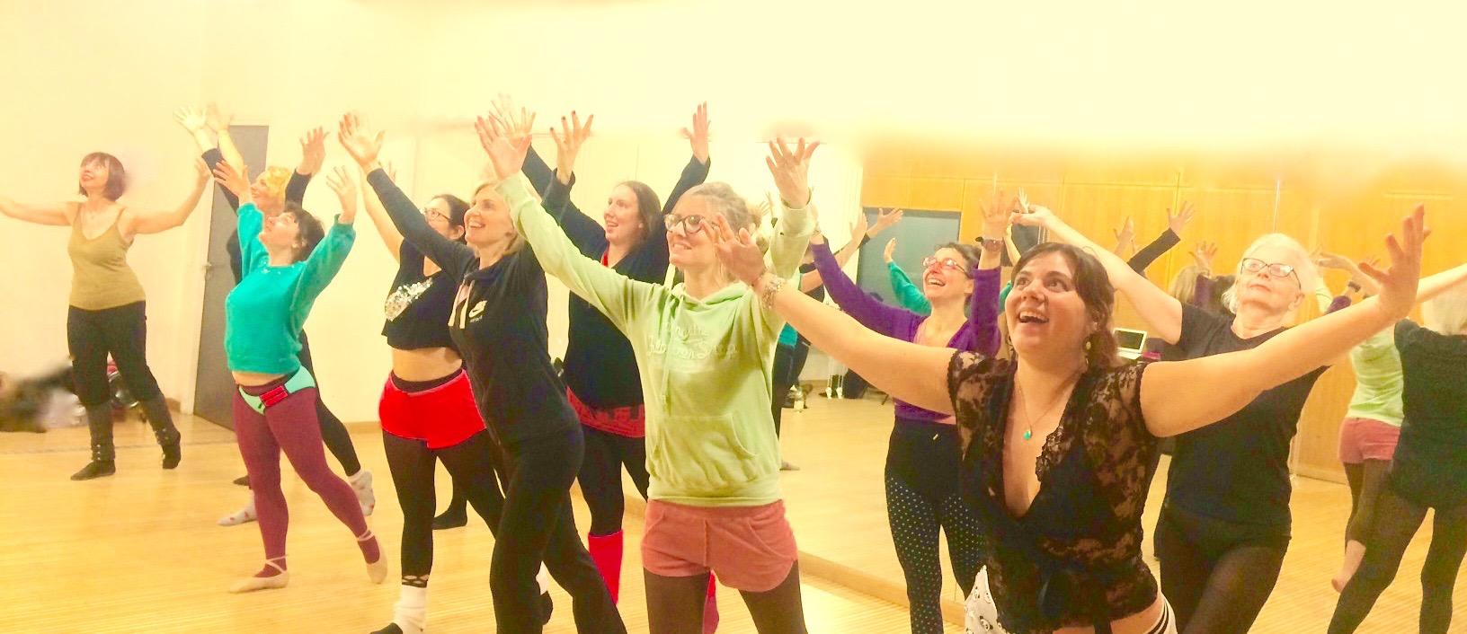 Groupe de femmes avec la joie!
